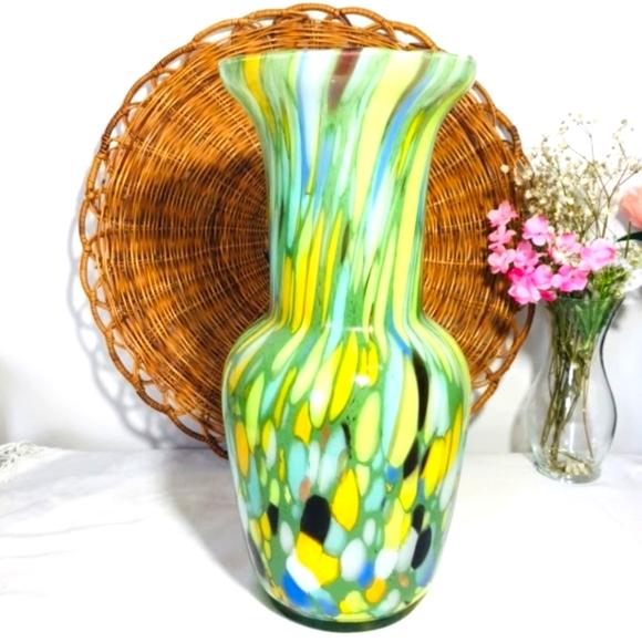 Vintage, Large.  Unique, stunning glass vase, lExc